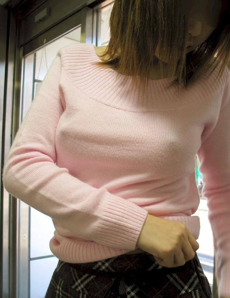 衣服に透ける梅干し乳首がコリコリしてるwww透け乳おっぱいのエロ画像 162