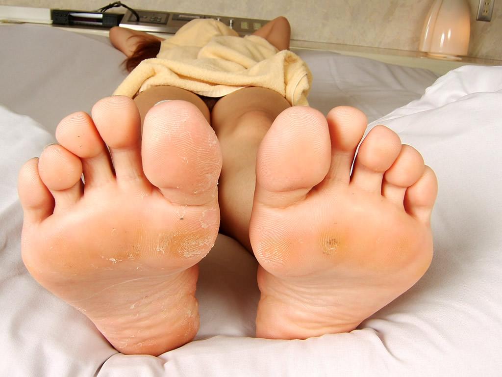 酸っぱ塩っぱい味がする女の子の足の裏フェチエロ画像 1720