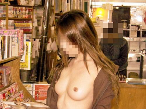 性癖ヤバいお姉さんwwwwガチ本屋で露出する変態エロ画像 1812