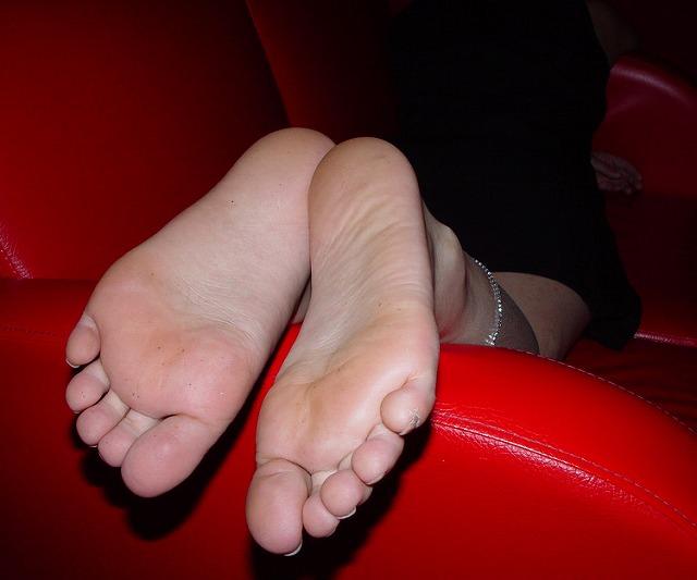 酸っぱ塩っぱい味がする女の子の足の裏フェチエロ画像 1819