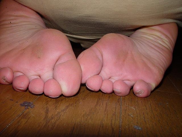 酸っぱ塩っぱい味がする女の子の足の裏フェチエロ画像 2020