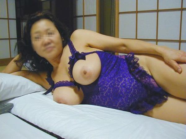 熟女のスライムと化したおっぱいwwwエロ下着から巨乳が露出するエロ画像 215