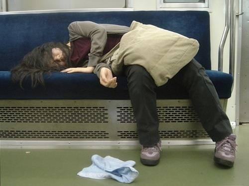 外出先で酒飲みすぎた素人娘wwww醜態晒して爆睡中のエロ画像 220