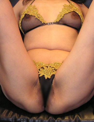 熟女のたるんだ身体と黒くなった乳首がスケスケwwwwド変態下着の素人エロ画像 2230
