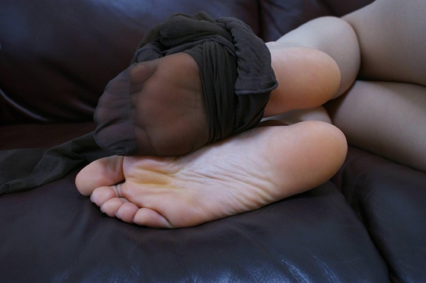 酸っぱ塩っぱい味がする女の子の足の裏フェチエロ画像 2317