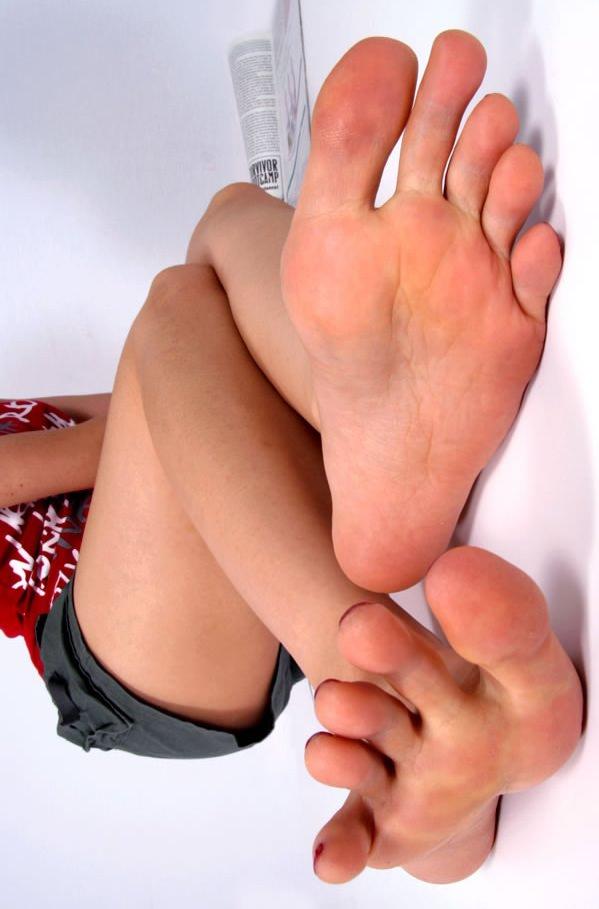 酸っぱ塩っぱい味がする女の子の足の裏フェチエロ画像 2515