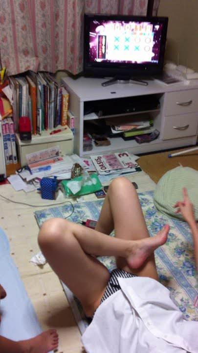 だらしない私生活が垣間見えるwwww汚い部屋で生活する素人娘のエロ画像 2618