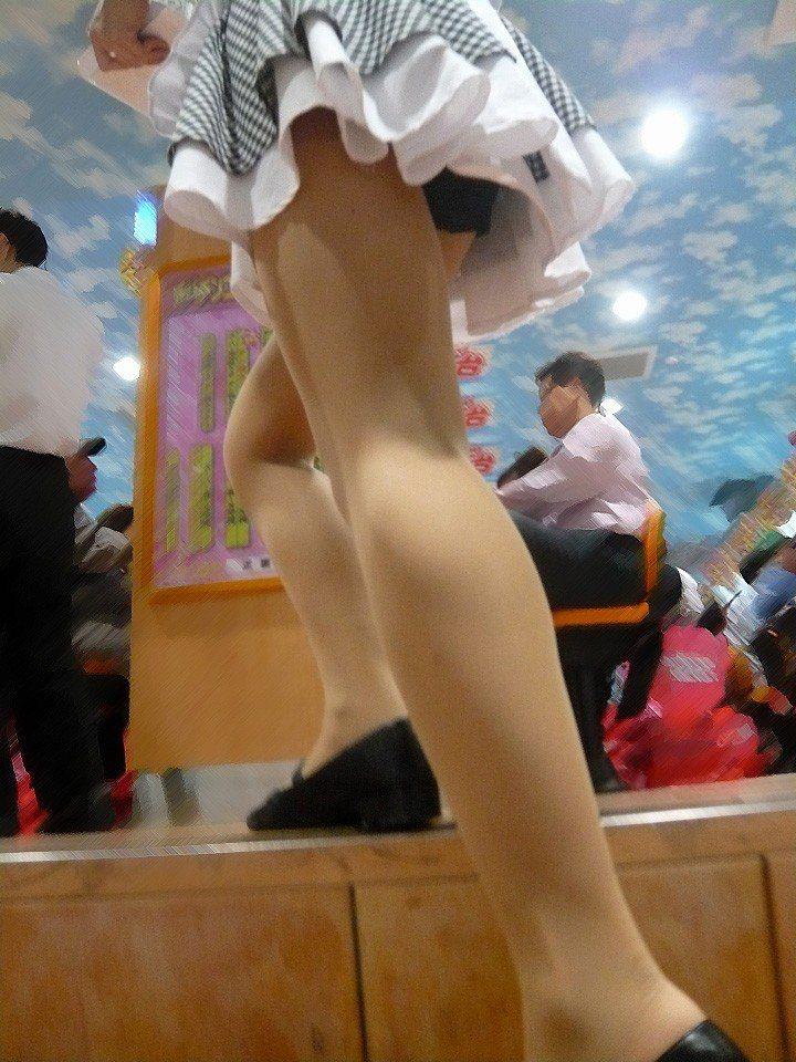パチンコ店でガチ盗撮www店員さんのパンチラとかギャル客の太ももの素人エロ画像 27