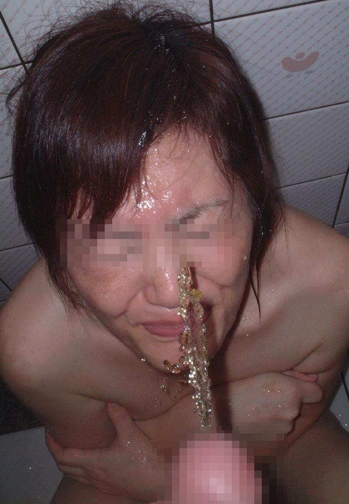強制飲尿wwwwおしっこぶっかけて飲ませる虐待放尿エロ画像 270