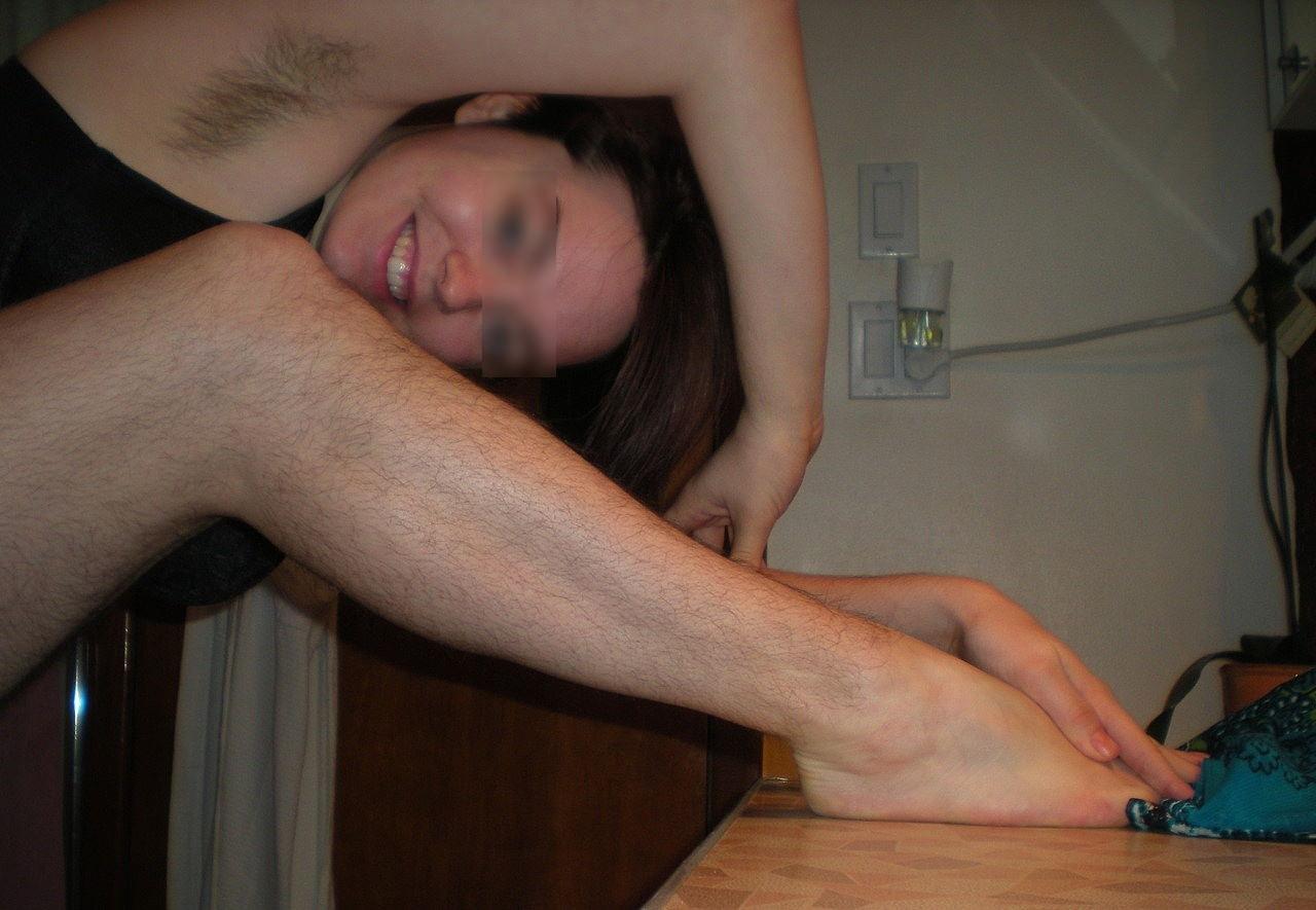 マン毛どころかワキ毛もすね毛もフッサフサな素人女wwwwフェチエロ画像 2814