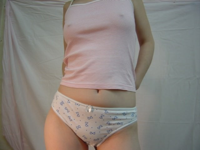 衣服に透ける梅干し乳首がコリコリしてるwww透け乳おっぱいのエロ画像 282