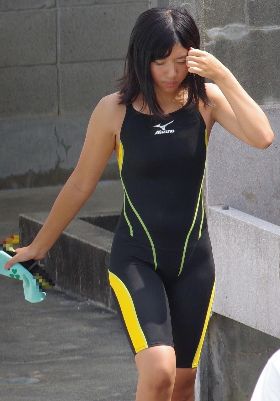 水泳部の女子をガチ盗撮www生尻むっちり乳首ポチ日焼け跡が最高な素人エロ画像 299
