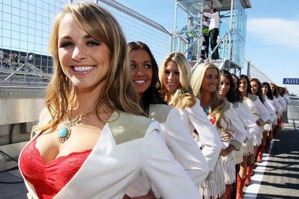 海外グラマラス美女のキャンギャルwwwwストリップ状態のエロ画像 3113