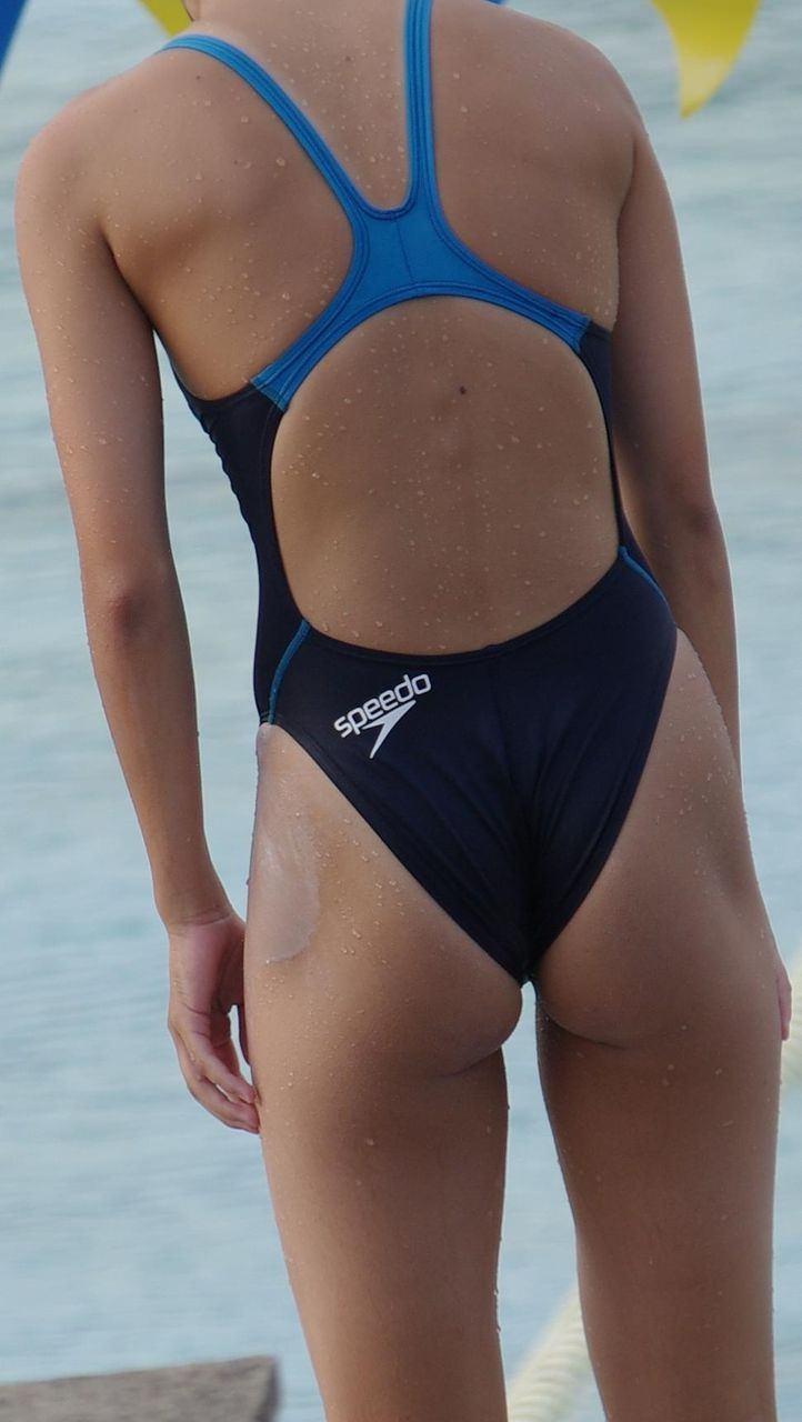 水泳部の女子をガチ盗撮www生尻むっちり乳首ポチ日焼け跡が最高な素人エロ画像 334