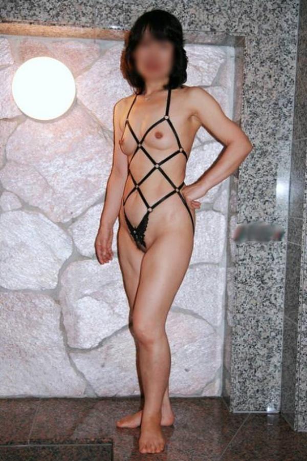 熟女のスライムと化したおっぱいwwwエロ下着から巨乳が露出するエロ画像 35