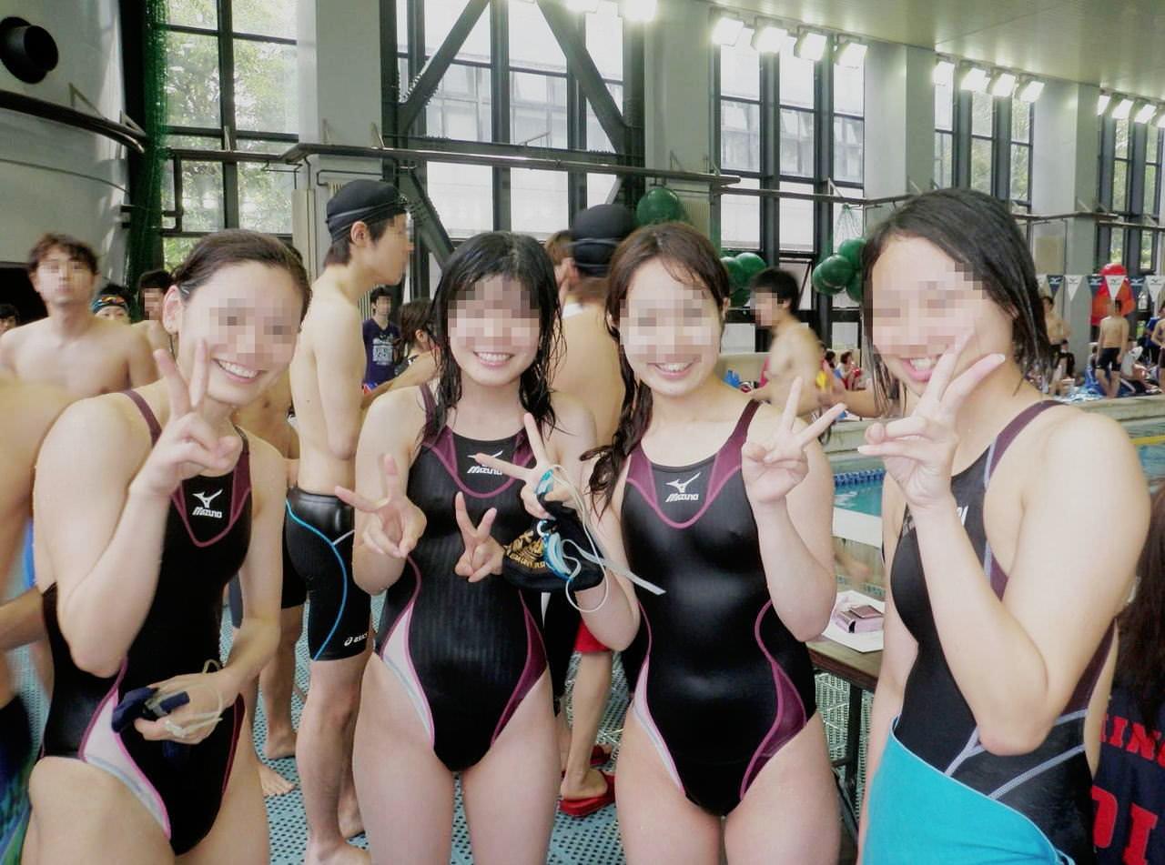 水泳部の女子をガチ盗撮www生尻むっちり乳首ポチ日焼け跡が最高な素人エロ画像 381