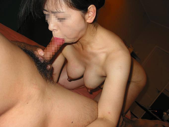 だらしない身体のむっちり熟女wwww豊富なフェラで経験でもてなす素人エロ画像 624