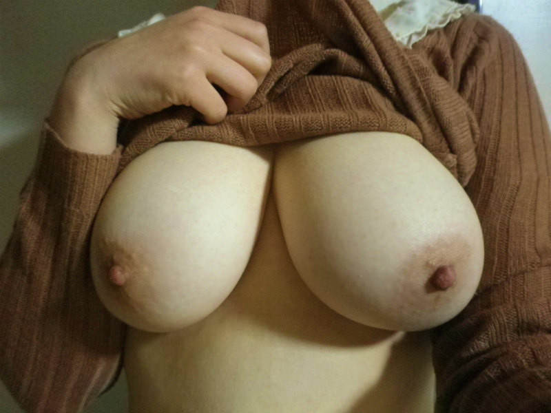 マンゴーの様におっきく育った彼女の巨乳おっぱいwwww素人エロ画像 626