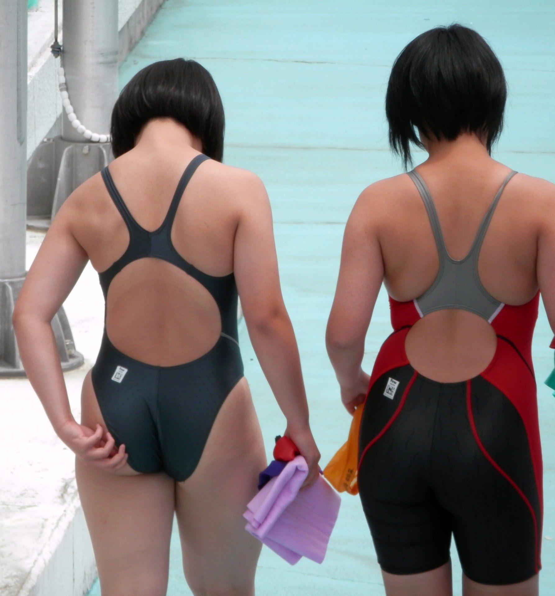 水泳部の女子をガチ盗撮www生尻むっちり乳首ポチ日焼け跡が最高な素人エロ画像 916