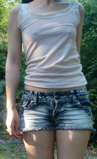 衣服に透ける梅干し乳首がコリコリしてるwww透け乳おっぱいのエロ画像 93