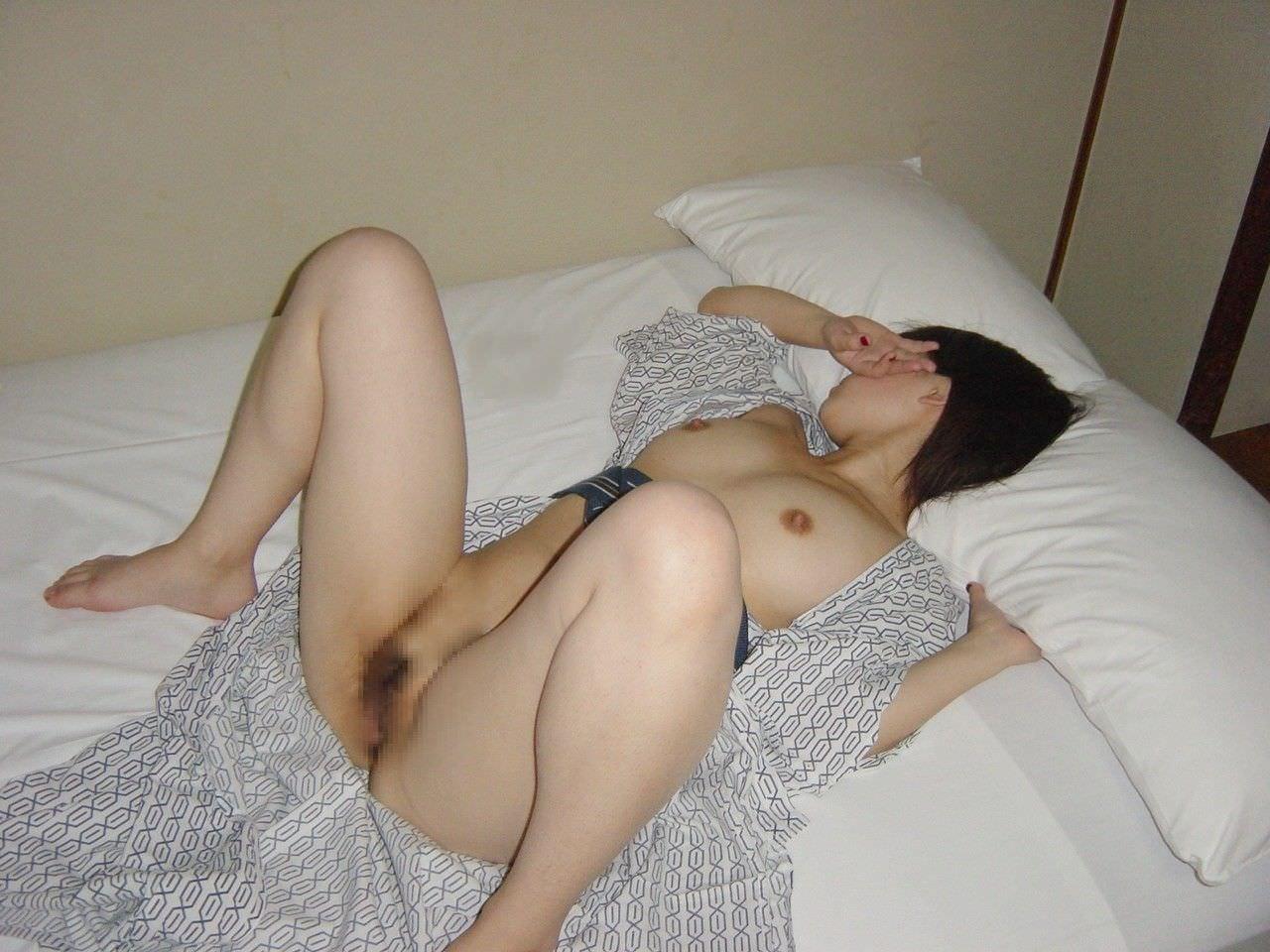 彼女と初めてのお泊り温泉旅行で早速エッチな浴衣姿を撮影www素人投稿エロ画像 1103