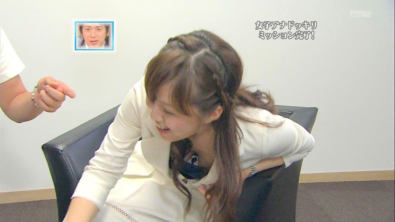 放送事故!おっぱい胸チラしてるテレビハプニングのエロ画像 1116