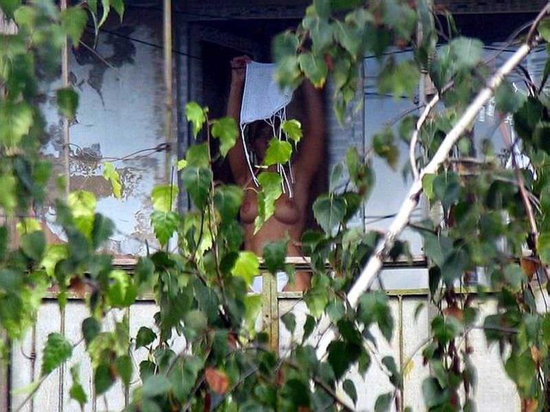 窓際で油断した女達www下着姿や裸を盗撮した流出エロ画像 1120