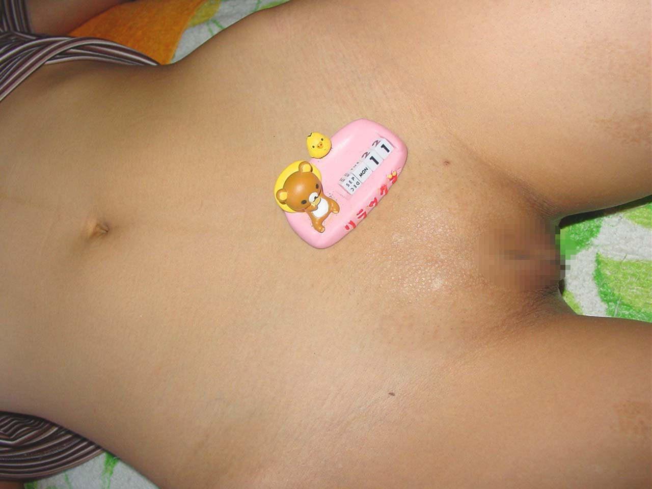 丁寧に剃毛された素人娘のパイパンまんこwwwwツルツル綺麗なんで接写したエロ画像 114