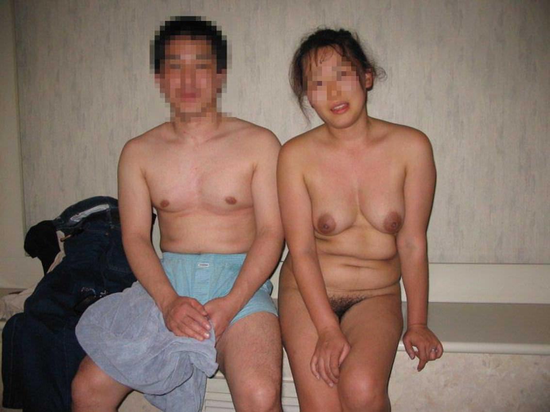 セックス現役の熟年素人カップルが素っ裸で自撮りするエロ画像 1158