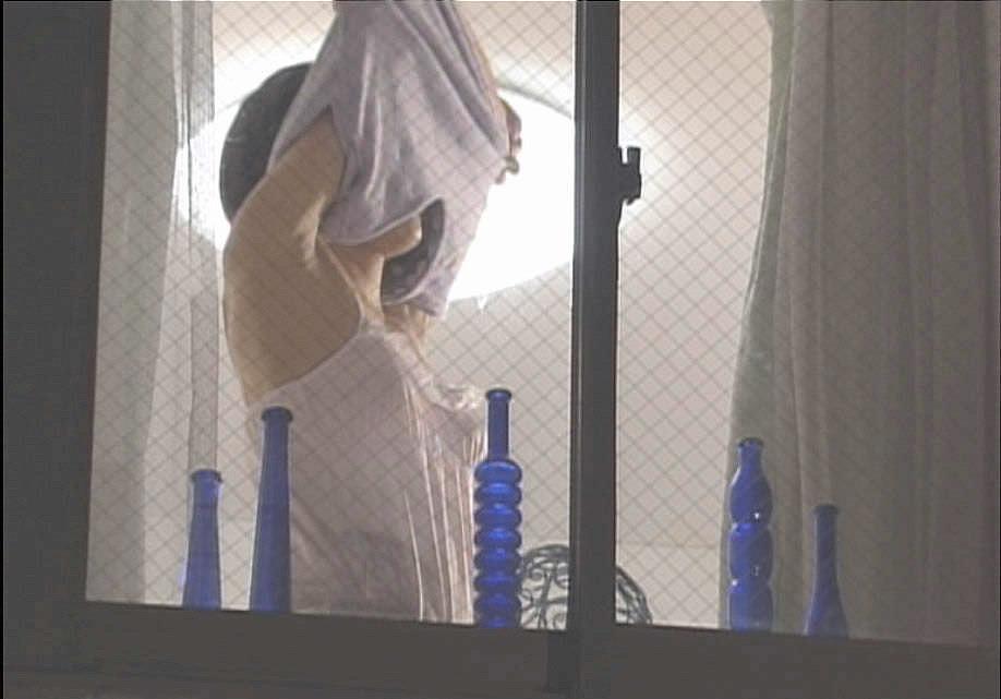 窓際で油断した女達www下着姿や裸を盗撮した流出エロ画像 1218