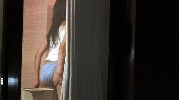 窓際で油断した女達www下着姿や裸を盗撮した流出エロ画像 1416