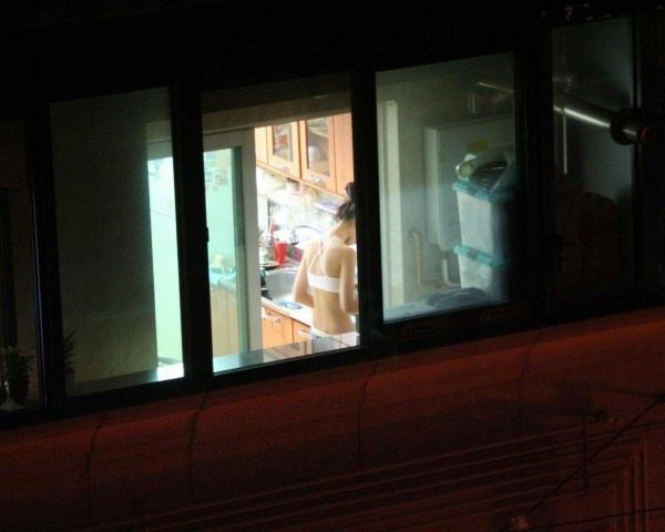 窓際で油断した女達www下着姿や裸を盗撮した流出エロ画像 1614