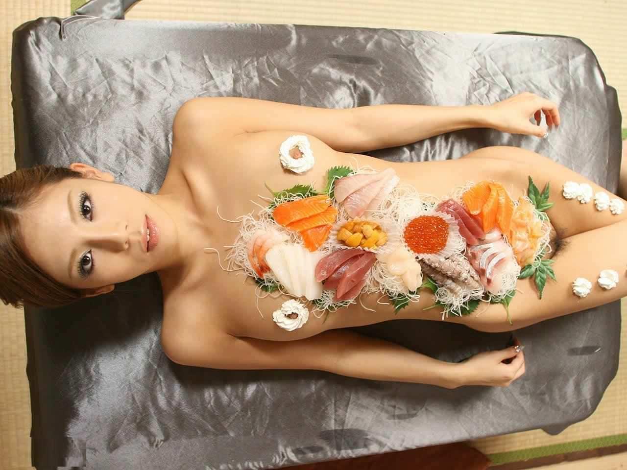 女の皮膚に触れる刺し身を頂くwww女体盛りのフェチエロ画像 178