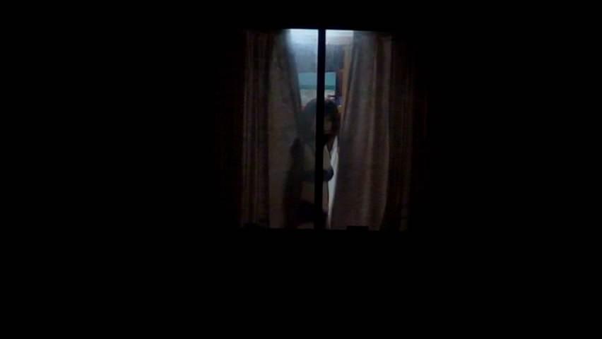 窓際で油断した女達www下着姿や裸を盗撮した流出エロ画像 1910