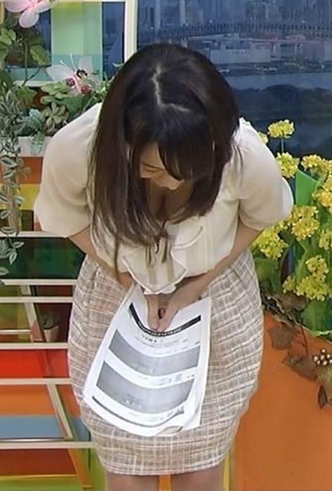 放送事故!おっぱい胸チラしてるテレビハプニングのエロ画像 198