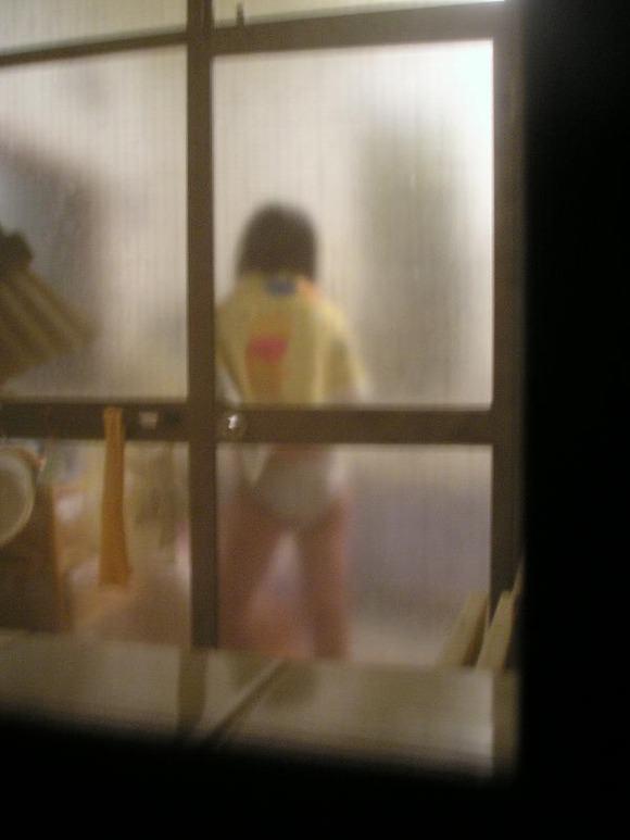 窓際で油断した女達www下着姿や裸を盗撮した流出エロ画像 209