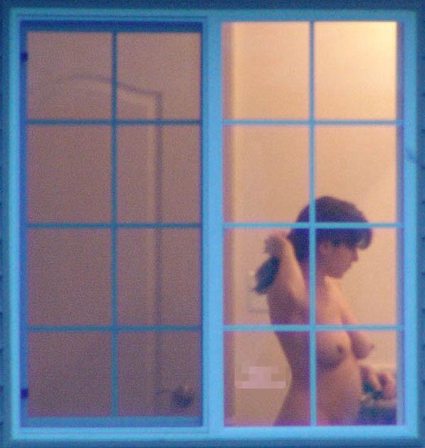 窓際で油断した女達www下着姿や裸を盗撮した流出エロ画像 2114