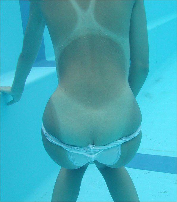 ビキニギャルが海やプールで生尻出しておふざけしてる素人エロ画像 2152