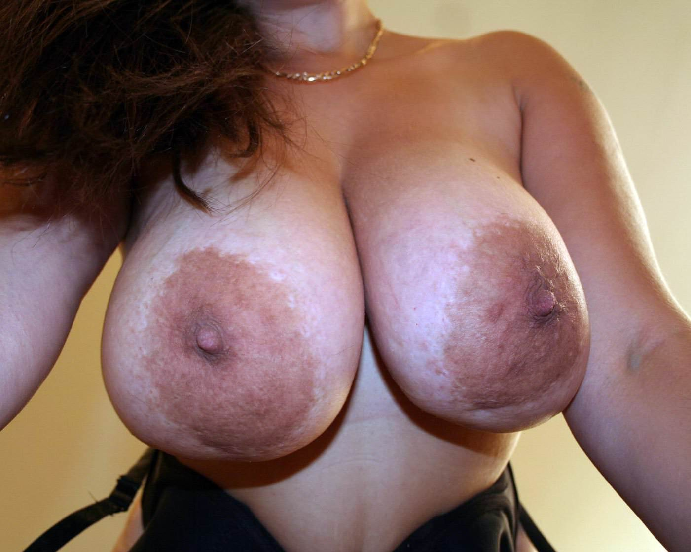 самые большие женские груди и соски - 6