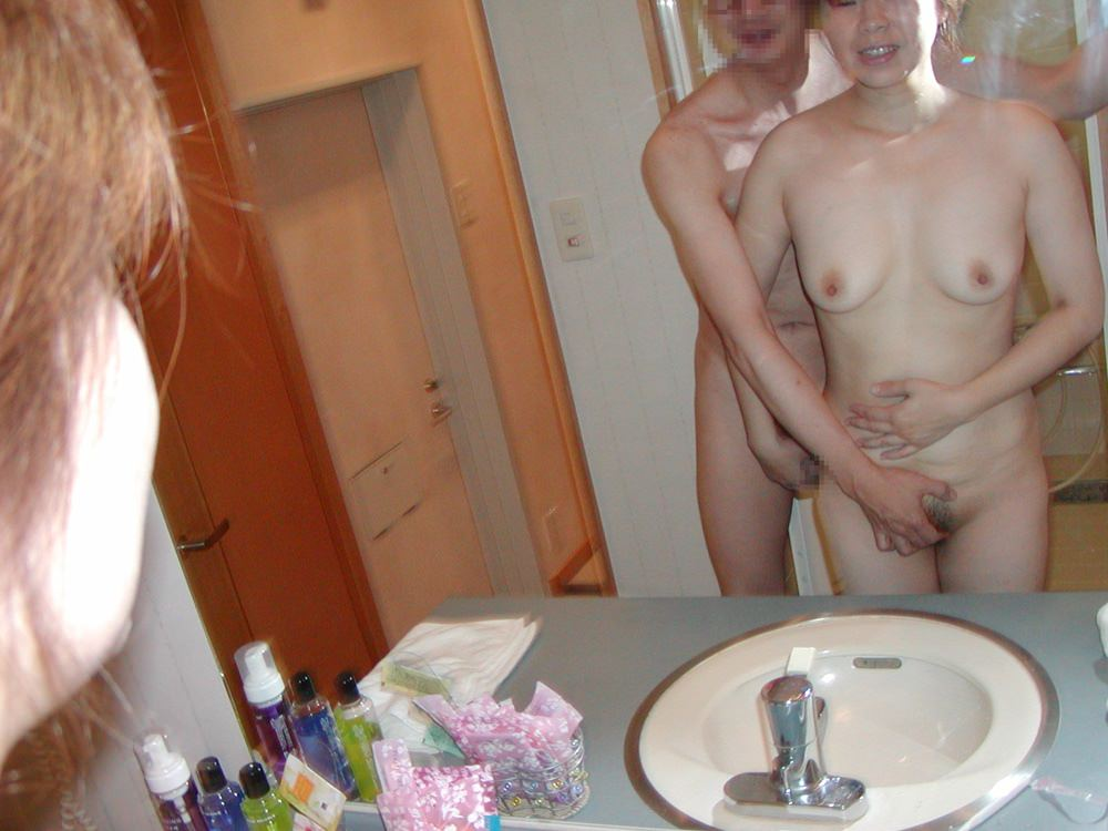 セックス現役の熟年素人カップルが素っ裸で自撮りするエロ画像 2327