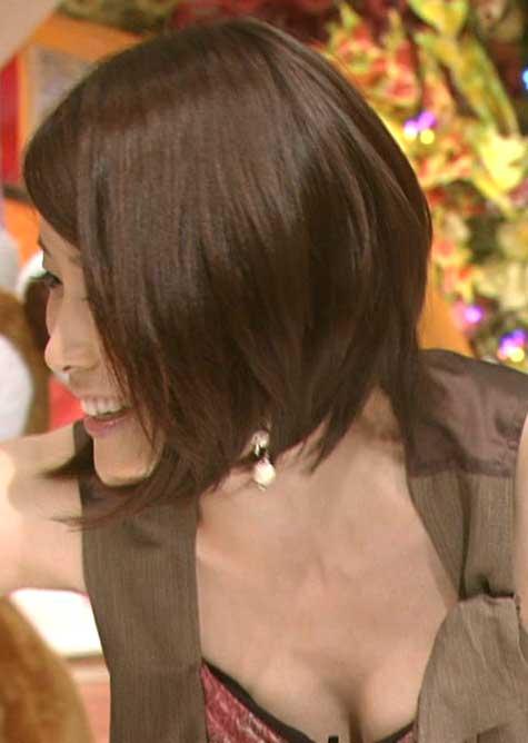 放送事故!おっぱい胸チラしてるテレビハプニングのエロ画像 237