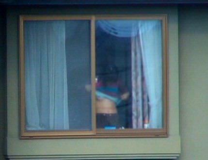 窓際で油断した女達www下着姿や裸を盗撮した流出エロ画像 240