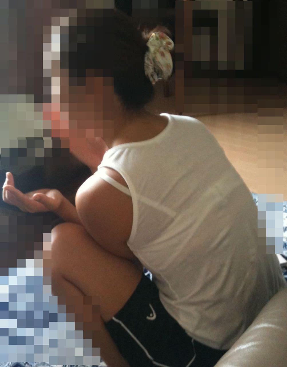 スヤスヤ眠る奥さんや姉のだらしないスケベな格好してる家庭内盗撮エロ画像 2415