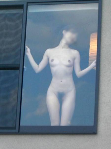 窓際で油断した女達www下着姿や裸を盗撮した流出エロ画像 248