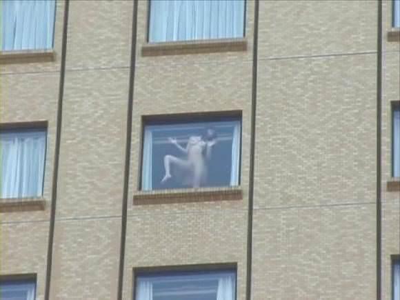 窓際で油断した女達www下着姿や裸を盗撮した流出エロ画像 258