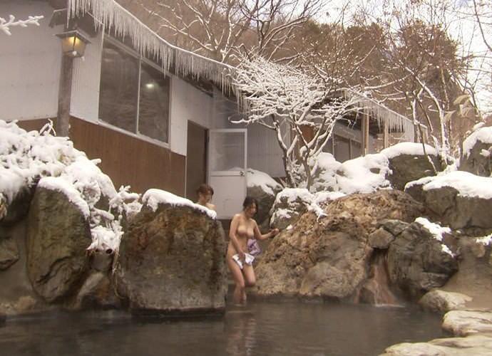 露天風呂の女湯の若い素人娘をガチ盗撮したのぞきエロ画像 2630