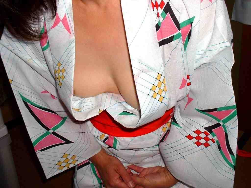 彼女と初めてのお泊り温泉旅行で早速エッチな浴衣姿を撮影www素人投稿エロ画像 277
