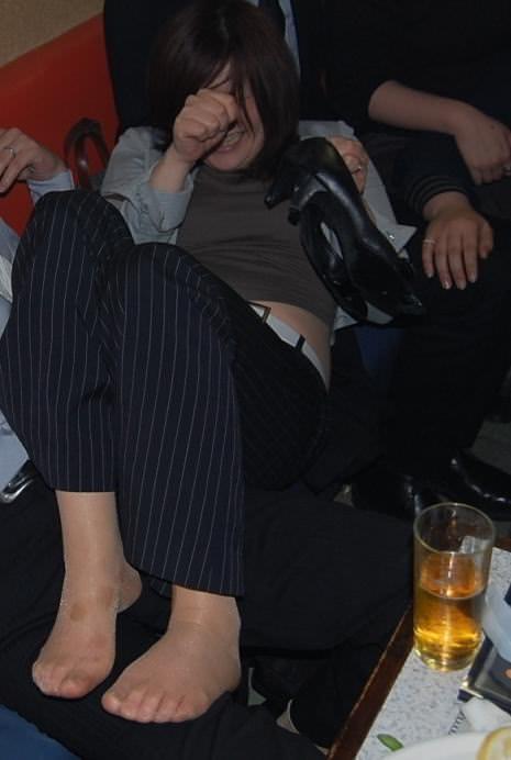 合コンやコンパで酔いつぶれてドエロになってる素人娘のエロ画像 2817