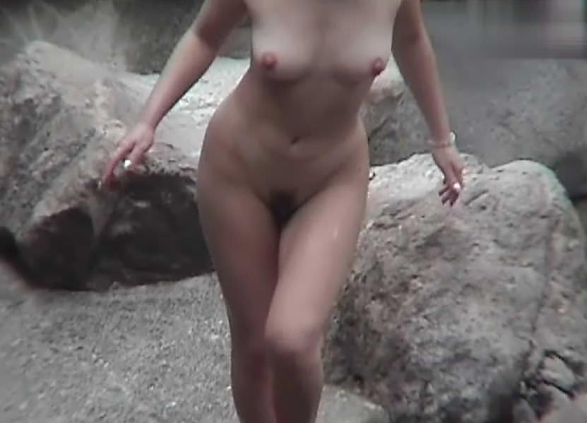 露天風呂の女湯の若い素人娘をガチ盗撮したのぞきエロ画像 2824