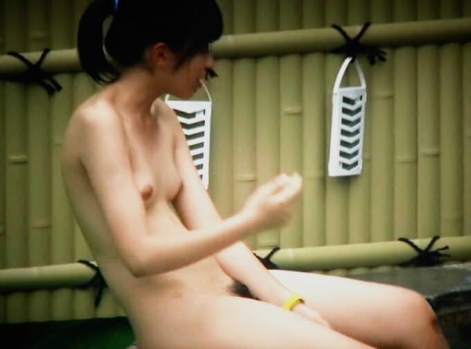 露天風呂の女湯の若い素人娘をガチ盗撮したのぞきエロ画像 2921